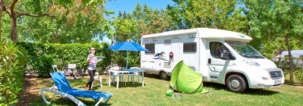 Un emplacement de camping-car au camping Le Florida…